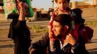 Families leaving Mosul
