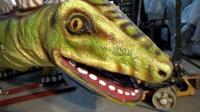 Динозавров, которых производят на заводе в Белоруссии, закупают для парков развлечений по всему миру