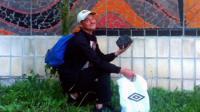 Художник из Киева Вова Воротнёв провел больше месяца в пути, идя пешком из Западной Украины в Донбасc с куском угля.