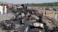 பாகிஸ்தானில் டாங்கர் லாரி கவிழ்ந்து விபத்து: 123 பேர் பலி