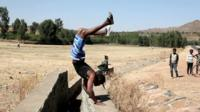 Dirar Abohoy does a handstand