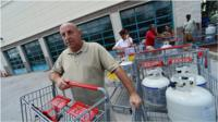Florida residents stock up before the hurricane arrives