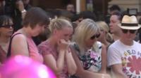 В Манчестере спели песню Oasis в память о жертвах теракта