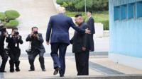 Дональд Трамп ступает на землю КНДР