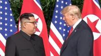 Дональд Трамп и Ким Чен Ын на встрече в Сингапуре.