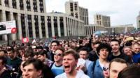 На митинг против блокировки Telegram, по данным полиции, пришли более 7 тысяч человек.
