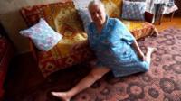 бабушка на шпагате