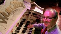 Phil Kelsall at the Wurlitzer