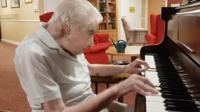 98-year-old plays piano for 100 days