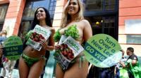 Девушки в Гаване агитируют за вегетарианский образ питания