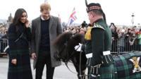 Принц Гарри и его невеста Меган Маркл посетили Эдинбургский замок