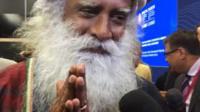 Садхгуру - индийский мистик и йог - выступил на одной из сессий экономического форума в Петербурге.