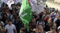 По бульварному кольцу столицы прошлись сотни противников интернет-цензуры. МВД насчитало 800 участников шествия, организаторы из Партии народной свободы - 3 тыс. участников.