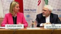 Iranian Foreign Minister Mohammad Javad Zarif (r) and European Union High Representative for Foreign Affairs and Security Policy Federica Mogherini
