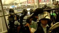 Из-за протестов работа гонконгского аэропорта была парализована на два дня.