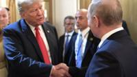 Trump ve Putin el sıkışıyor.