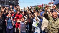 Сторонники оппозиционера Никола Пашиняна перекрыли все дороги в Ереване, устроив забастовку.