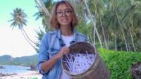 Plástico em praia da Indonésia