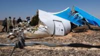 Officials at the site of the MetroJet Airbus A321 crash in Sinai, Egypt, 01 November 2015