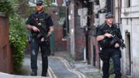 Polis manchester'da devriye geziyor.
