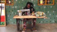 Дизайнер из Уганды Латиф Мадой шьет платья за 5 минут