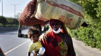 Migrant workers leaving Delhi