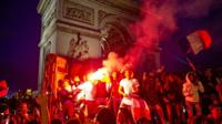 Беспорядки в Париже после выхода Франции в финал ЧМ-2018