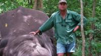 Theunis Bhota with a dead elephant