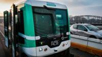 В Париже открыли маршрут с беспилотными автобусами. Они курсируют между Лионским вокзалом и вокзалом Аустерлиц.