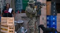 Soldado do Exército em favela do Rio de Janeiro