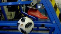 Мячи для ЧМ-2018 испытывали с помощью роботов.