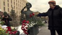 Russian women leave flowers outside defence ministry, Moscow, 26 November 2015