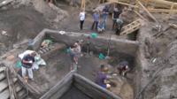 Археологи исследуют участок на улице Ильинка. Некоторые из находок - одного возраста с самой Москвой.
