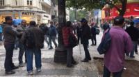 Trabalhadores na esquena das ruas Dom José de Barros e Barão de Itapetininga