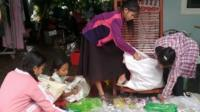 Children collecting plastic