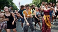 Anti-AfD protesters fight back with techno rave