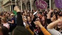 Подавляющее большинство ирландцев на референдуме высказалось за легализацию абортов.