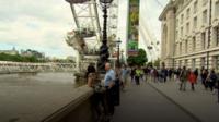 Корреспондент Би-би-си прошелся от Вестминстера до Лондонского моста и спросил прохожих, как британская столица преодолевает трагедию минувшей недели.