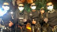 Buceadores del equipo de la Fuerza de Élite de la Marina de Tailandia
