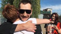 Олег Навальный возле колонии номер 5 в Орле