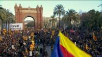 Supporters greeted Artur Mas as they arrived at Catalonia's superior court