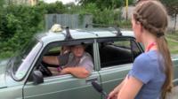 Корреспондент беседует с жителем Славянска