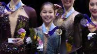 Alysa Liu holding gold medal