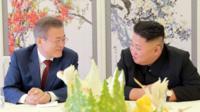9月18日,韩国总统文在寅访问平壤,并与朝鲜最高领导人金正恩举行今年第三度会晤。