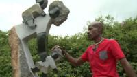 Sculptor Dominic Benhura