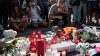 Цветы на месте теракта в Барселоне