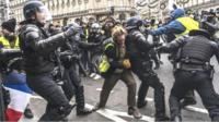новая волна протестов в Париже