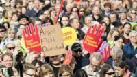Тысячи людей в Берлине протестуют против ультраправых в Бундестаге