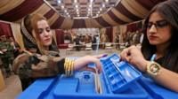 A female member of a Kurdish Peshmerga battalion casts her vote in an independence referendum in Irbil (25 September 2017)
