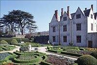 Castell a gerddi Sain Ffagan: Amgueddfa Werin Cymru